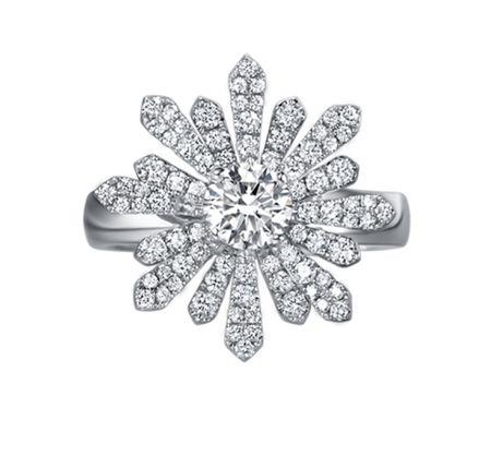 TAK FOOK - 18K DIAMOND RING