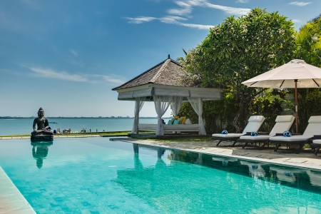 Waterfront With Private Pool, Villa Selamanya
