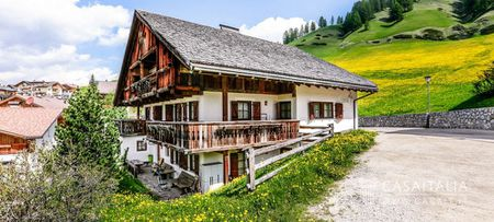 Traditional chalet for sale in Alta Badia