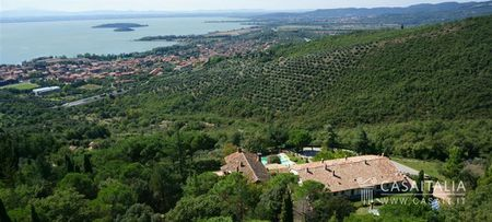 Luxury villa for sale on Trasimeno Lake