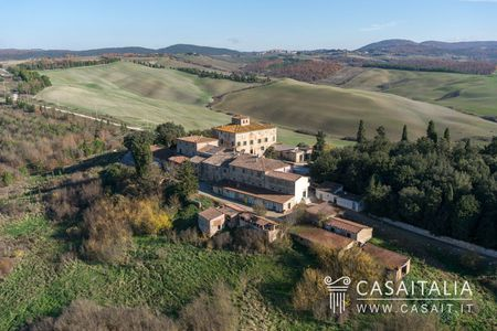 Farm with DOC vineyard in Tuscany