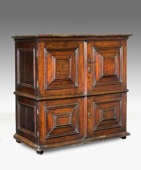 LATE 17TH CENTURY OAK CUPBOARD