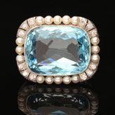 A BEAUTIFUL AQUAMARINE, PEARL AND DIAMOND BROOCH, c.1920