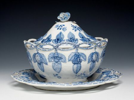 Chinese export porcelain sauce tureen and stand, c. 1780, Qianlong reign, Qing dynasty