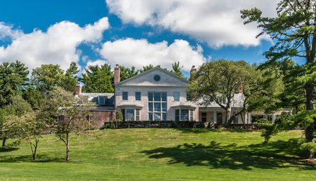 188 ROUND HILL ROAD - GREENWICH, CONNECTICUT