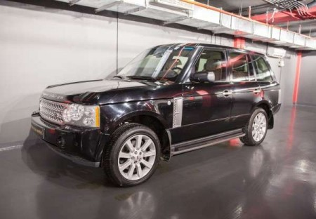 2008 Range Rover Vogue Supercharged  -  GCC Spec With Service History And Four Brand New Tires