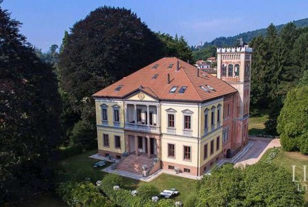 LUXURIOUS HISTORIC BUILDING FOR SALE IN VARESE