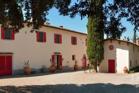 LUXURY VILLA AND FARM FOR SALE NEAR FLORENCE