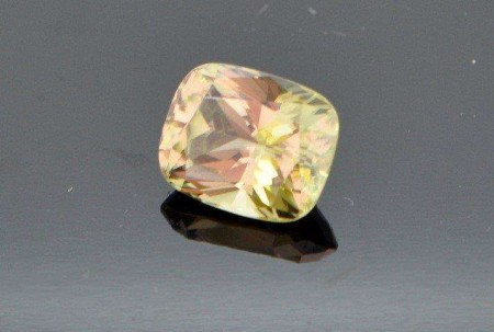 10.38 CARAT COLOUR CHANGE LOUPE CLEAN  ZULTANITE.
