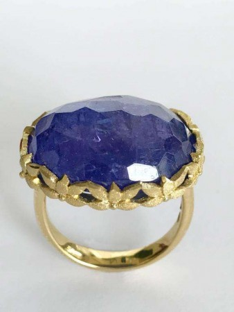 Gioielli Dalben Oval Tanzanite Engraved Gold Cocktail Ring