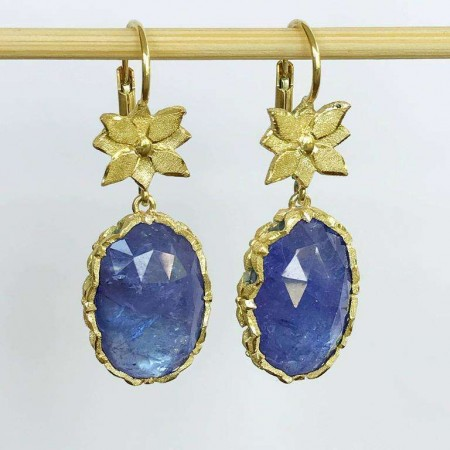 Gioielli Dalben Tanzanite Leaf Engraved Gold Dangle Earrings
