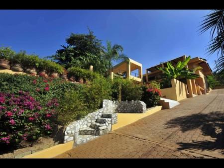 Casa Loma, Litibu, Punta de Mita