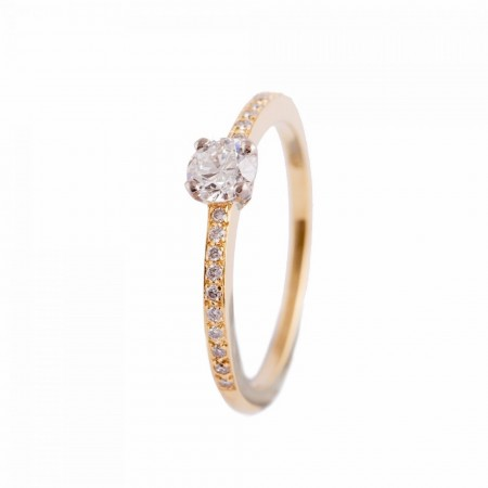 YELLOW GOLD ENGAGEMENT RING WITH ROUND BRILLIANT CUT DIAMONDS AND SHOULDERS