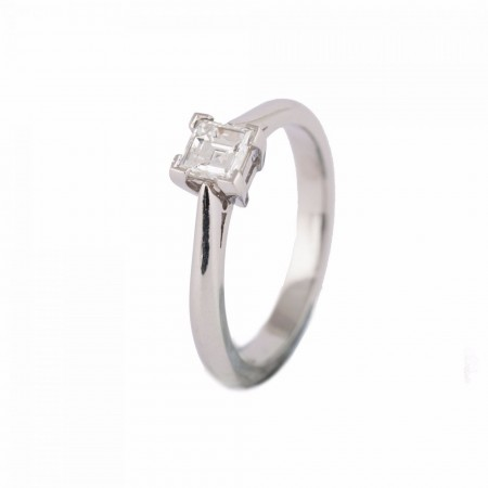 PLATINUM PRINCESS CUT DIMAOND ON 4 POINT CLAW SETTING ENGAGEMENT RING