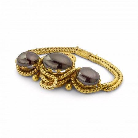 A cabochon garnet and yellow gold bracelet