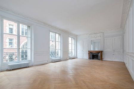 PARIS (7E ARR.) - near QUAI D'ORSAY - apartment in private townhouse