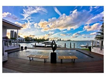 1215 Venetian Way Miami Beach, FL